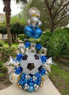 Balloon Display, Balloon Gift, Balloon Garland, The Balloon, Balloon Arrangements, Balloon Centerpieces, Birthday Balloon Decorations, Birthday Balloons, Football Balloons