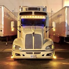 Show some pride in what you drive.Send me pics of your trucks 🚛 🚛 Custom Big Rigs, Custom Trucks, Big Rig Trucks, Semi Trucks, Kenworth Trucks, Ford Trucks, Truck Paint, Cab Over, Heavy Truck