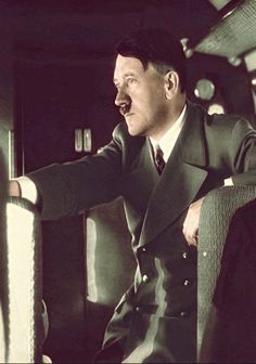 Foto na História: CLOSES DE ADOLF HITLER - X