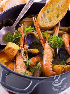 Discover Traditional Italian Food, its Diversity and Some Delicious Photos Calamari Recipes, Shellfish Recipes, Seafood Recipes, Seafood Stew, Fish And Seafood, Fish Dishes, Seafood Dishes, Quick Fish, Lunch Recipes