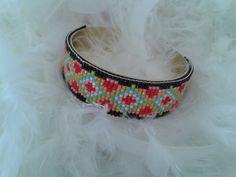 bracelet manchette tissé avec des perles miyuki. L'ensemble est très coloré : Bracelet par yedura