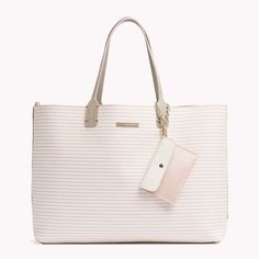 Be effortless chic with the Tommy Hilfiger bag