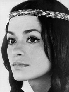 Poznáte krásnou Nšo-či z Vinnetoua? German Tv Shows, Famous Movies, Western Movies, Indian Movies, Brigitte Bardot, Native American Indians, American Women, Pretty Face, Character Inspiration
