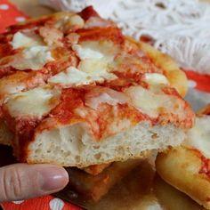 PIZZA AD IMPASTO MOLLE con lievito di birra Italian Bread Recipes, Pizza Recipes, Appetizer Recipes, Cooking Recipes, Focaccia Pizza, Love Pizza, Polenta, Snacks, Pizza Dough