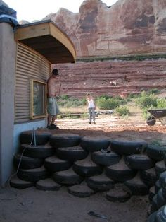 Low Cost Retaining wall ideas, Cheaper than block stone gabion walls are quick and easy to build. Retaining Wall Construction, Diy Retaining Wall, Gabion Wall, Construction Design, Garden Wall Designs, Garden Design, Recycled Brick, Recycled Tires, Tire Garden