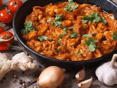 This Indian style dish includes pan-seared white chicken breast, cauliflower, peas & rice all slow cooked in a flavorful Tikka Masala sauce. Chicken Tikka Curry, Chicken Tikka Masala Rezept, Tikka Masala Sauce, Chicken Masala, Butter Chicken, Garam Masala, Masala Curry, Vindaloo, Kitchens
