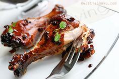 udka z kurczaka w glazurze miodowej z sosem sojowym.