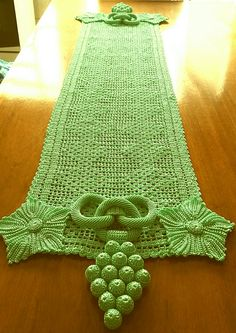 Feito por Amélia A.l Crochet Doilies, Crochet Lace, Table Runners, Projects To Try, Blanket, Rugs, Womens Fashion, Diy And Crafts, Crochet Borders