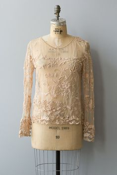 Rare vintage 1920s blush pink french lace blouse with long sleeves and scoop neck. Heavy and intricate hand embroidered floral pattern over sheer mesh. Buttons on cuffs of sleeves.  ✂ ✂ ✂ M E A S U R E M E N T S ✂ ✂ ✂  fits like: small bust: 38 waist: 28 sleeve length: 25 length: 24 brand/maker: hand made condition: excellent  to read about our condition standards and read our sizing guide: www.etsy.com/shop/GoldBanana/policy  ✶ visit the shop ✶ http://www.etsy.c...