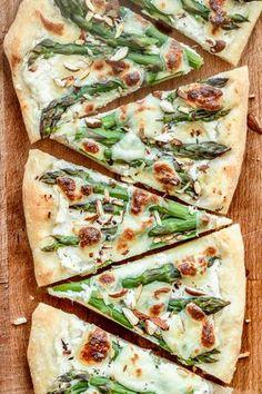 Biała pizza ze szparagami (7 składników) Easy Healthy Recipes, Vegetarian Recipes, Easy Meals, Appetizer Recipes, Snack Recipes, Cooking Recipes, Appetisers, I Foods, Food Inspiration