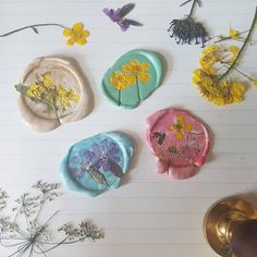Love me some pressed flower wax seals Diy Arts And Crafts, Diy Crafts, Pen Pal Letters, Wax Seal Stamp, Mail Art, Craft Gifts, Artsy Fartsy, Dried Flowers, Aesthetic Wallpapers