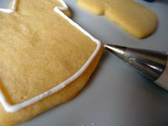 A step-by-step tutorial on how to decorate sugar cookies with royal icing.
