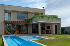 Pupo Gaspar Arquiteturacompletó el diseño y desarrollo de una casa contemporánea imponente situado en São Paulo, Brasil.Residencia DF tiene un diseño com