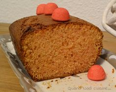Ma princesse n'est pas fan de bonbons (et j'avoue que je ne m'en plains pas! pourvu que ça dure!) alors autant dire que le paquet de fraises Tagada® dans le placard ne l'inspirait pas vraiment... Par contre moi oui! Et il a fini dans ce délicieux cake...