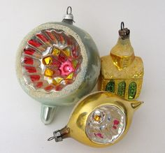 Love Antique ornaments. Growing up I always loved these ornaments on our tree. I miss them.