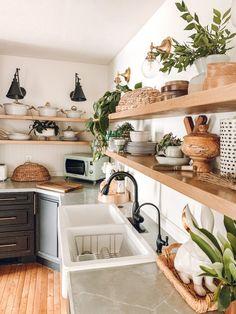 Outdoor Kitchen Cabinets, Kitchen On A Budget, New Kitchen, Island Kitchen, Little Kitchen, Modern Farmhouse Kitchens, Home Kitchens, Farmhouse Decor, Farmhouse Plans