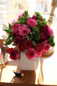 Arranging Grocery Store Flowers. If you're facing a sea of roses at the grocery store, steer away from the perfect streamlined buds, which are more expensive anyway, and look for petals with a ruffled edge to them. They're more likely to actually open