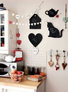 Black, white and red kitchen - garlands, chalkboards, so cute!