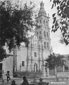 Vista parcial de Plaza y Catedral de Monterrey Nuevo Leon Mexico