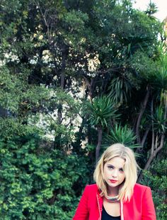 Any #PLL fans out there? Don't faint. Just click:   http://www.thecoveteur.com/ashley-benson/