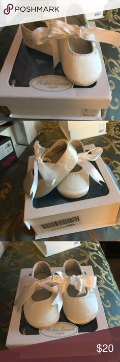 Baby girl offwhite silk dress shoes Lauren Ralph Lauren Silk off white dress shoes with bows... Worn two times Baby like new Lauren Ralph Lauren Shoes Baby & Walker