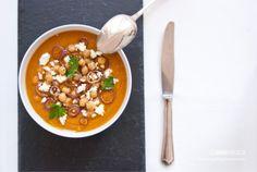 Una base di verdure di stagione, ceci e spezie mediorientali: ecco la ricetta, semplice e versatile di questa zuppa persiana. ©AnnaFracassi