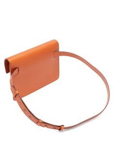 Belt bag trend came in Leather Belt Bag, Leather Shoulder Bag, Tote Bags, Belt Bags, Hip Bag, Leather Bags Handmade, Leather Projects, Medium Bags, Leather Accessories
