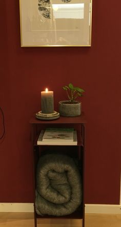 Wall painted with Chalk Paint. Mixed color Marsala. Table news from HouseDoctor.