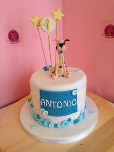 Un tenero cagnolino per un compleanno da ricordare