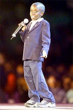 Νκοζι Τζονσον http://en.wikipedia.org/wiki/Nkosi_Johnson https://www.youtube.com/watch?v=gihrR8QMldg Το 1997 ένα δημοτικό σχολείο στο  Γιοχάνεσμπουργκ αρνήθηκε να τον δεχτεί ως μαθητή λόγω του ιού AIDS που είχε. Ο Nkosi διεκδικεί την εγγραφή του και  καταφέρνει να γίνει δεκτός. Ήταν κεντρικός ομιλητής στο 13ο Διεθνές Συνέδριο AIDS. http://www.thessalonikiartsandculture.gr/kosmos/istories/7-paidia-pou-allaksan-ton-kosmo