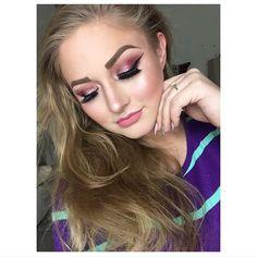 Sparkly Eye Makeup, Fair Skin Makeup, Modern Renaissance Palette, Big And Rich, Pink Eyeshadow, Winged Eyeliner, About Hair, Smokey Eye, Anastasia Beverly Hills