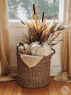 Fall home decor Fall farmhouse home decor. How to style a fall basket. Always wanted to learn how to knit, however undecided where to be. Diy Home Decor Rustic, Fall Home Decor, Autumn Home, Autumn Decor Living Room, Fal Decor, Fall Yard Decor, Modern Fall Decor, Fall Mantle Decor, Cozy Living Rooms