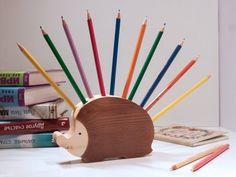 Stiftehalter Igel aus Holz - Geschenk zum Schulanfang