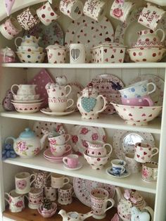 A lovely pink display Quirky Kitchen, Shabby Chic Kitchen, Shabby Chic Decor, Vintage Kitchen, Decoupage, Emma Bridgewater Pottery, Welsh Dresser, Pip Studio, Colour Schemes