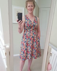 Another dress this time @akpatterns #aklisa Fabric from @sherwoods.fabrics @athinakakou #sewover50 #sewalltheflowers #sewingaddict…