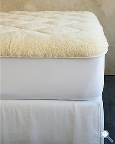 Use a mattress to protect yourself from debris Mattress Pad, Dust Mites, Eileen Fisher, Bed Pillows, Bedroom Interiors, Clean Freak, Buckwheat, Traditional Japanese, Wool
