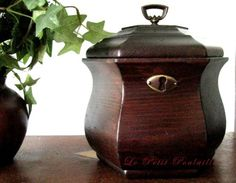Lidded Wood Cache 1980 Colonial Williamsburg Tea Chest ... in my shop now!