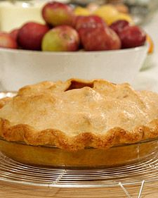 For a fruit pie that is to be filled quite high, divide the dough slightly unevenly, using the larger piece for the top crust. Keep all ingredients cold.
