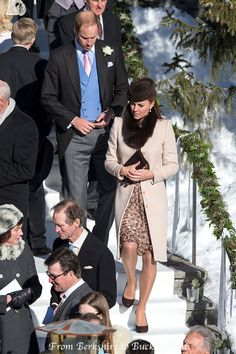 She was wearing a stole like (or the same as) the one she wore in Arosa