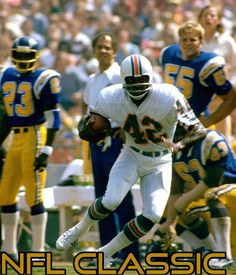 Miami Dolphins Hall of Fame wide receiver Paul Warfield heads upfield with a reception in a win over the San Diego Chargers on Septermber 1974 at Jack Murphy Stadium in San Diego,. Get premium, high resolution news photos at Getty Images Nfl Hall Of Fame, Football Hall Of Fame, But Football, Football Helmets, School Football, Football Players, Vikings Football, Bears Football, 1972 Miami Dolphins