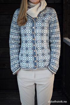 Delft Royal Jacket from my webshop sidselhoivik.no Knitted in 100 % Norwegian wool Sølje pelt wool and Vilje lambswool Design; Sidsel J. Fair Isle Knitting Patterns, Knitting Stiches, Fair Isle Pattern, Knitting Designs, Hand Knitting, Norwegian Knitting, Student Fashion, Jacket Pattern, Knit Jacket