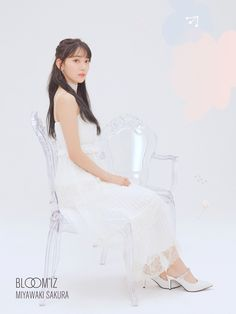 IZ*ONE's full album BLOOM*IZ will be finally released on February after it's postponement because of the Produce 101 vote rigging scandal. Today we got a new set of previously unreleased teaser photos, named Staubige Rose, Eyes On Me, Sakura Bloom, Family Holiday Destinations, Sakura Miyawaki, Yu Jin, Japanese Girl Group, Soyeon, The Wiz