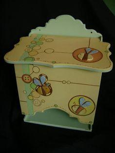 Pañalera pintada a mano y piezas de porcelana fría