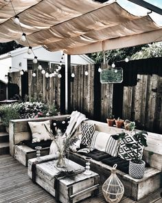27 Ideas for home decored on a budget patio back porches Back Patio, Backyard Patio, Outdoor Spaces, Outdoor Living, Outdoor Decor, Diy Garden Decor, Home And Living, Living Spaces, Living Room