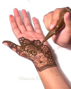 Latest Henna Designs, Full Hand Mehndi Designs, Stylish Mehndi Designs, Mehndi Designs For Girls, Mehndi Designs For Beginners, Bridal Henna Designs, Mehndi Design Photos, Mehndi Designs For Fingers, Latest Mehndi Designs