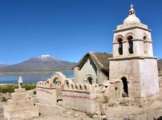Ma anche le antiche missioni gesuitiche nella foresta, la città di la Paz e le rovine preincaiche di Tiahuanaco, le città coloniali di Sucre e Potosì.