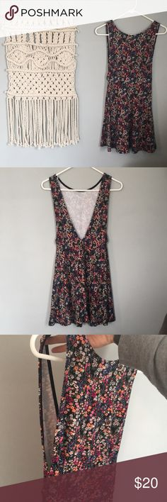 Floral Dress - Forever 21 Floral Forever 21 dress! I'm a fairly true size medium and 5'6 the dress hangs about 3.5 inches above my knees. The sides (in pic) slit down to just above the hip. Brand new, no tags! Forever 21 Dresses Mini