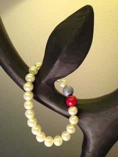 Pearl bead bracelet with red and sparkling dark silver by by2y