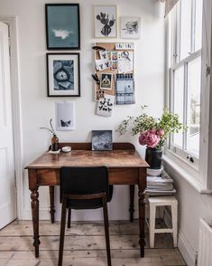 So much love for style; the chicest spring vibes for home office inspo ✨ Small Workspace, Workspace Design, Home Office Design, Home Office Decor, Desk Space, Workspace Inspiration, Interior Design Inspiration, Home Decor Inspiration, Apartment Design