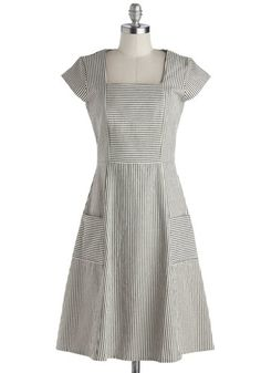 Vintage Inspired 1940s Plus Size Day Dress #1940sfashion #plussize